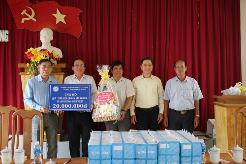 Ho Chi Minh city Technical and Economic College awarded scholarships to support the Fund